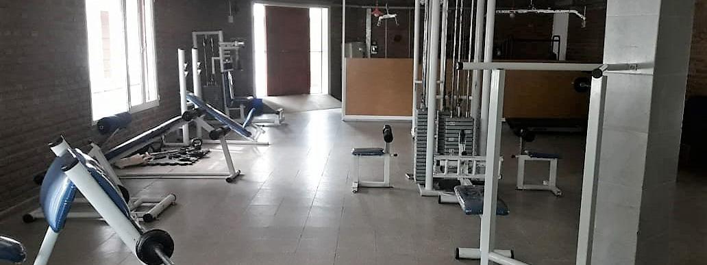 CLUBES Y SERVICIOS: Con un gimnasio, el Club Dolphins aprovecha la cuarentena para mejorar sus instalaciones