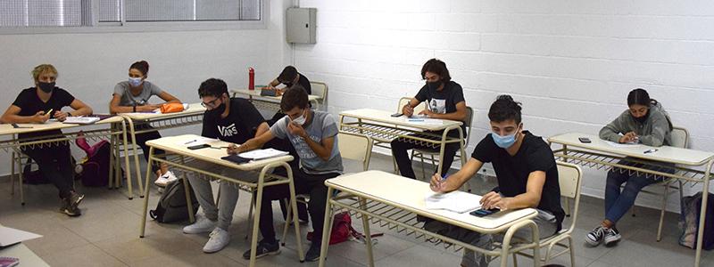 Estudiantes secundarios del Kempes volvieron a las aulas