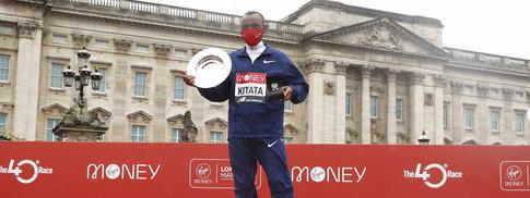 MARATÓN DE LONDRES: El etíope Shura Kitata destronó al keniata Kipchoge y se llevó la gloria