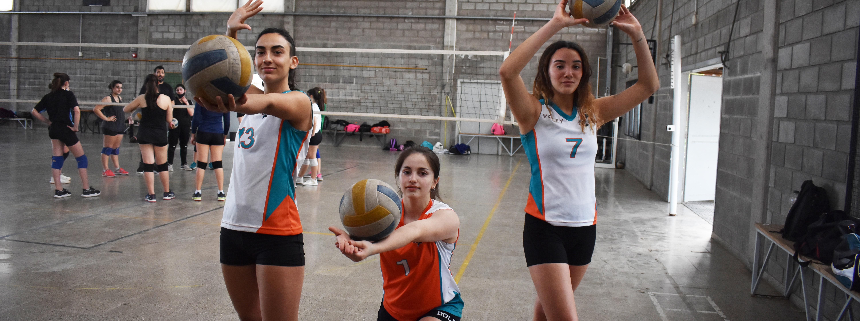 VÓLEY: Serena, Catalina y Laura, las tres juveniles de Dolphins convocadas a la preselección de Córdoba