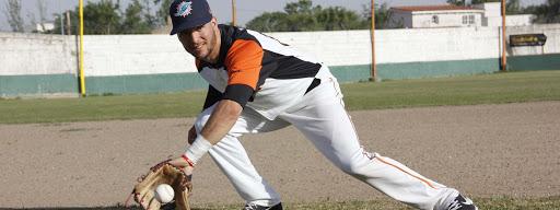 ASÍ SE JUEGA: El shortstop y los secretos de un puesto clave en el campo de Béisbol (por Agustín Tissera, pelotero del Club Dolphins de Córdoba)