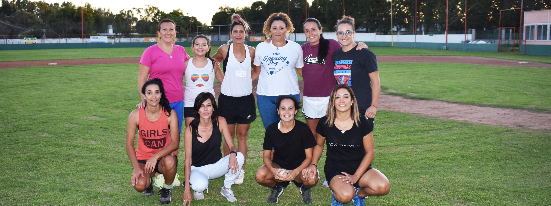 El béisbol femenino se abre paso en el Club Dolphins Córdoba