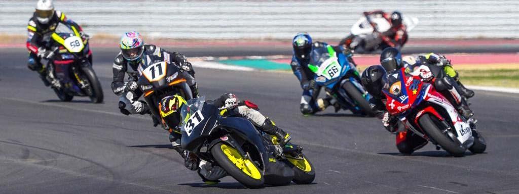 MOTO: Leandro Bagnarelli pisa la pista en el inicio del Superbike Argentino