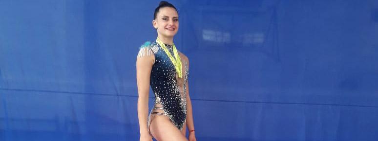 RÍTMICA: Celeste D'Arcángelo dio una exhibición en el Provincial cordobés y se llevó todos los oros